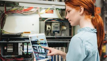 benefits of using AR and VR in manufacturing facilities